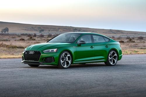 Фото автомобиля Audi RS 5 F5, ракурс: 45 цвет: зеленый