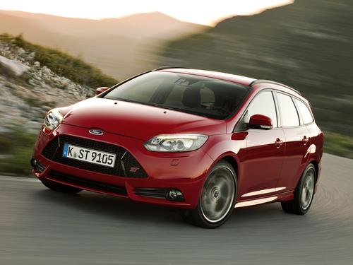 Фото автомобиля Ford Focus 3 поколение, ракурс: 45 цвет: красный
