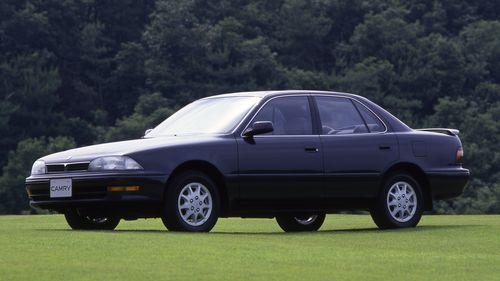 Фото автомобиля Toyota Camry V30, ракурс: 45 цвет: черный