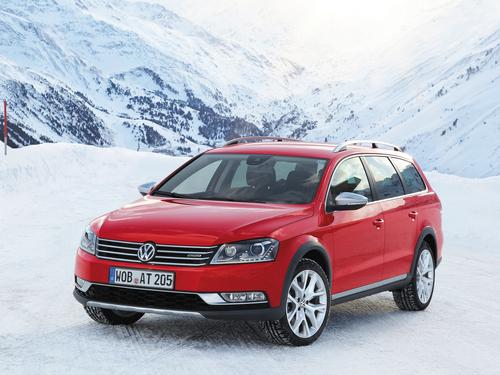 Фото автомобиля Volkswagen Passat B7, ракурс: 45 цвет: красный
