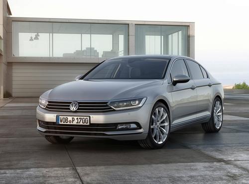 Фото автомобиля Volkswagen Passat B8, ракурс: 45 цвет: серебряный