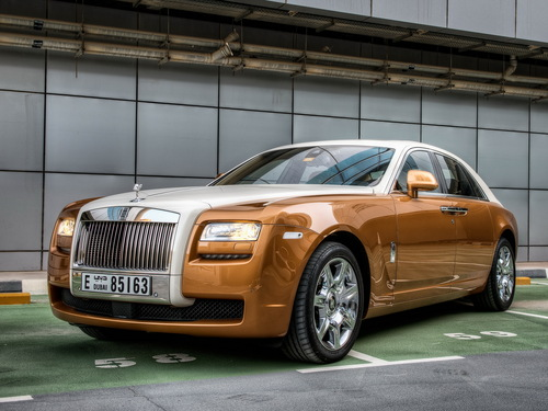 Фото автомобиля Rolls-Royce Ghost 1 поколение, ракурс: 45 цвет: оранжевый