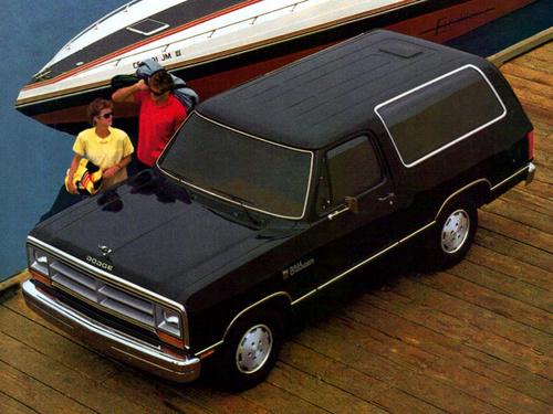 Фото автомобиля Dodge Ramcharger 2 поколение, ракурс: 45