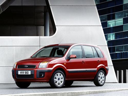 Фото автомобиля Ford Fusion 1 поколение [рестайлинг], ракурс: 45 цвет: красный