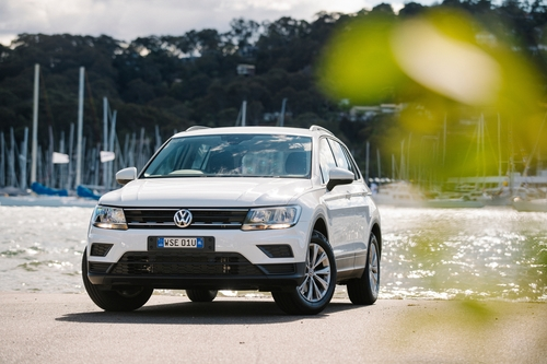 Фото автомобиля Volkswagen Tiguan 2 поколение, ракурс: 45 цвет: белый