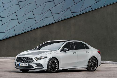 Фото автомобиля Mercedes-Benz A-Класс W177/V177, ракурс: 45 цвет: серебряный