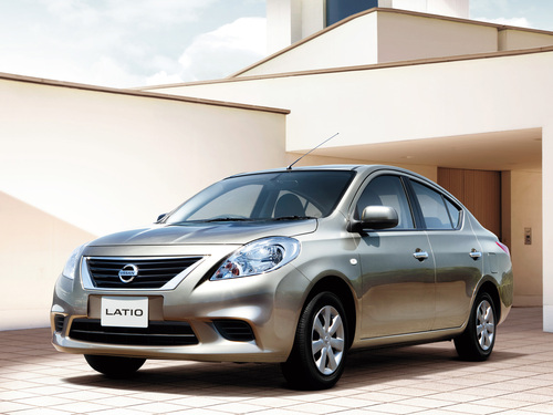 Фото автомобиля Nissan Latio N17, ракурс: 45