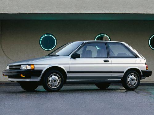 Фото автомобиля Toyota Tercel L30, ракурс: 45 цвет: серебряный
