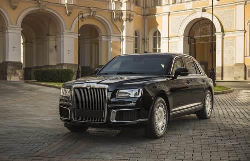Фото автомобиля Aurus Senat 1 поколение, ракурс: 45 цвет: черный