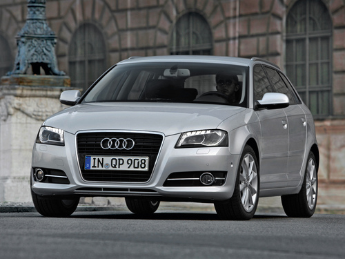 Фото автомобиля Audi A3 8P/8PA [2-й рестайлинг], ракурс: 45 цвет: серебряный