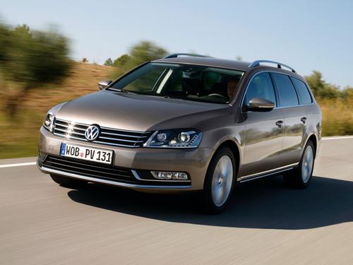 Фото автомобиля Volkswagen Passat B7, ракурс: 45 цвет: коричневый