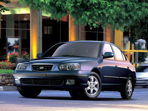 Фото автомобиля Hyundai Elantra XD, ракурс: 45 цвет: синий