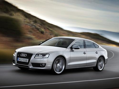 Фото автомобиля Audi A5 8T, ракурс: 45 цвет: серебряный