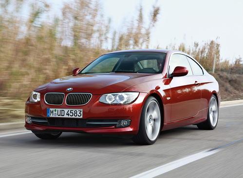 Фото автомобиля BMW 3 серия E90/E91/E92/E93 [рестайлинг], ракурс: 45 цвет: красный