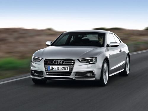 Фото автомобиля Audi S5 8T [рестайлинг], ракурс: 45 цвет: серебряный