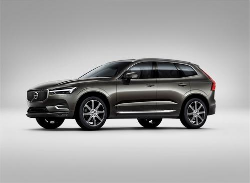 Фото автомобиля Volvo XC60 2 поколение, ракурс: 45 цвет: серый