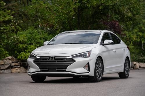 Фото автомобиля Hyundai Elantra AD [рестайлинг], ракурс: 45 цвет: белый