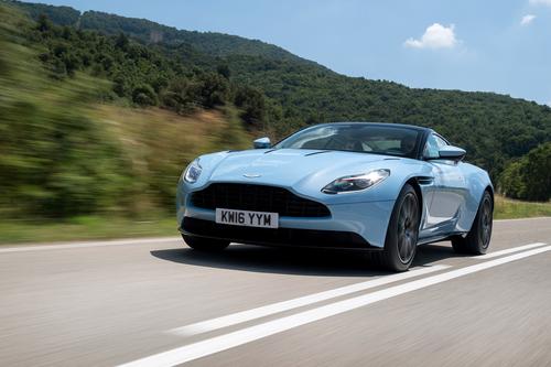 Фото автомобиля Aston Martin DB11 1 поколение, ракурс: 45 цвет: голубой