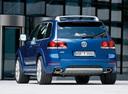 Фото авто Volkswagen Touareg 1 поколение [рестайлинг], ракурс: 135 цвет: синий