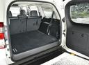 Фото авто Toyota Land Cruiser Prado J150 [рестайлинг], ракурс: багажник цвет: белый
