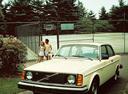 Фото авто Volvo 240 1 поколение, ракурс: 45 цвет: бежевый
