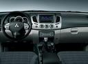 Фото авто Mitsubishi L200 4 поколение [рестайлинг], ракурс: торпедо