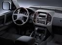Фото авто Mitsubishi Pajero 3 поколение, ракурс: торпедо
