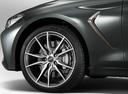 Фото авто Genesis G70 1 поколение, ракурс: колесо цвет: мокрый асфальт