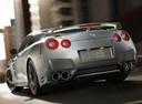 Фото авто Nissan GT-R R35 [2-й рестайлинг], ракурс: 135 цвет: серебряный