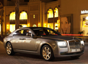 Фото авто Rolls-Royce Ghost 1 поколение, ракурс: 315 цвет: серый