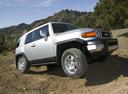 Фото авто Toyota FJ Cruiser 1 поколение, ракурс: 315 цвет: серебряный