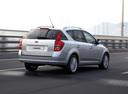 Фото авто Kia Cee'd 1 поколение, ракурс: 225 цвет: серебряный