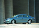 Фото авто Volkswagen Jetta 5 поколение, ракурс: 90 цвет: синий