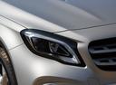 Фото авто Mercedes-Benz GLA-Класс X156 [рестайлинг], ракурс: передние фары цвет: серебряный