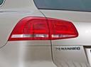 Фото авто Volkswagen Touareg 2 поколение [рестайлинг], ракурс: задние фонари цвет: золотой