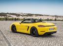 Фото авто Porsche Boxster 982, ракурс: 135 цвет: желтый