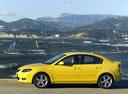 Фото авто Mazda 3 BK, ракурс: 90 цвет: желтый