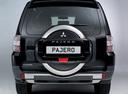 Фото авто Mitsubishi Pajero 4 поколение [рестайлинг], ракурс: 180 цвет: черный