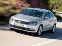 Фото авто Volkswagen Passat B7, ракурс: 45 цвет: серебряный