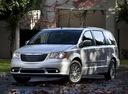 Фото авто Chrysler Voyager 5 поколение [рестайлинг], ракурс: 45 цвет: серебряный
