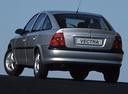 Фото авто Opel Vectra B, ракурс: 180 цвет: серебряный