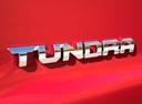 Фото авто Toyota Tundra 2 поколение [3-й рестайлинг], ракурс: шильдик цвет: красный