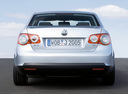 Фото авто Volkswagen Jetta 5 поколение, ракурс: 180 цвет: серебряный