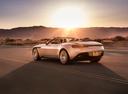 Фото авто Aston Martin DB11 1 поколение, ракурс: 135 цвет: бежевый