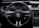 Фото авто Ford Mustang 5 поколение [2-й рестайлинг], ракурс: рулевое колесо