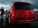 Фото авто Dodge Caravan 5 поколение [рестайлинг], ракурс: 180 цвет: бордовый