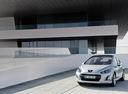 Фото авто Peugeot 308 T7 [рестайлинг], ракурс: 45 цвет: серебряный