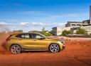 Фото авто BMW X2 F39, ракурс: 270 цвет: золотой