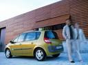 Фото авто Renault Scenic 2 поколение, ракурс: 135 цвет: желтый