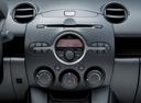 Фото авто Mazda 2 DE, ракурс: центральная консоль
